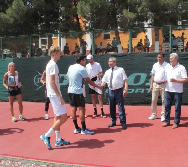 Наманганский теннисист Хумоюн Султанов победил на международном турнире