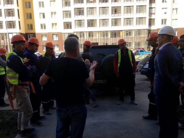 11 узбекистанцев, отправленных Агентством трудовой миграции в Петербург, бросили работу и скрылись (видео)