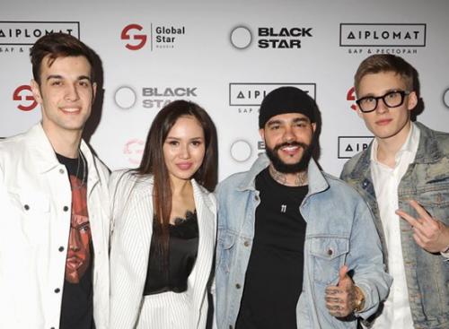 Олег Терновой подписал контракт с Black Star и спел на вечеринке лейбла свой хит «Домофон» (видео)