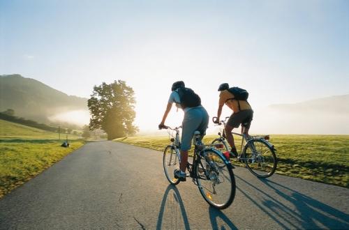 Как обучить ребенка езде на велосипеде