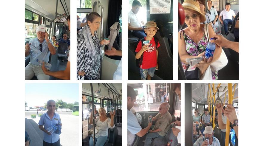 В автобусах Ташкента бесплатно раздают воду пассажирам