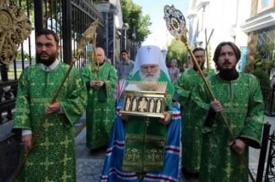 В ташкентский кафедральный собор доставлен ковчег с мощами Оптинских старцев