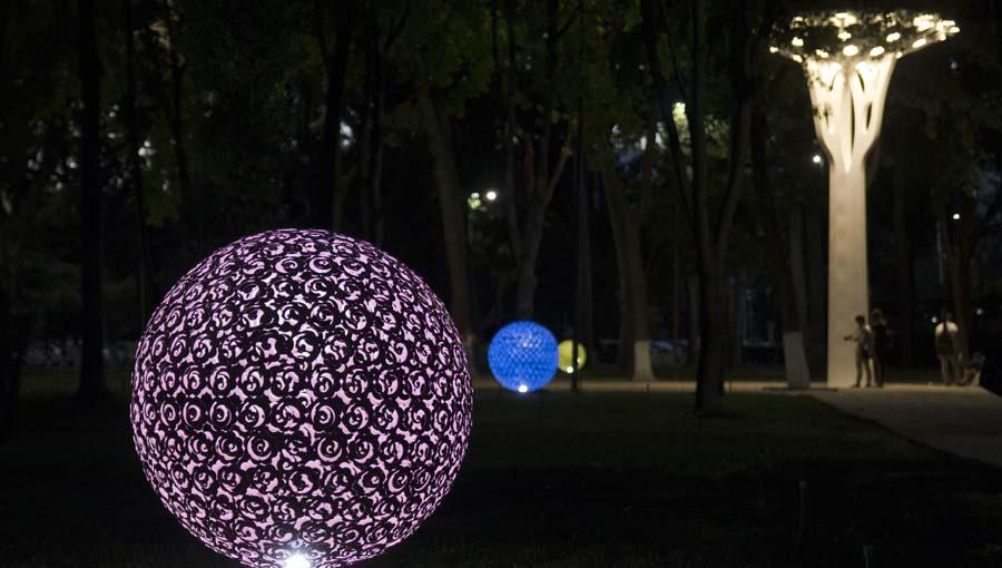 В Ташкенте идет работа по украшению центральных улиц иллюминацией