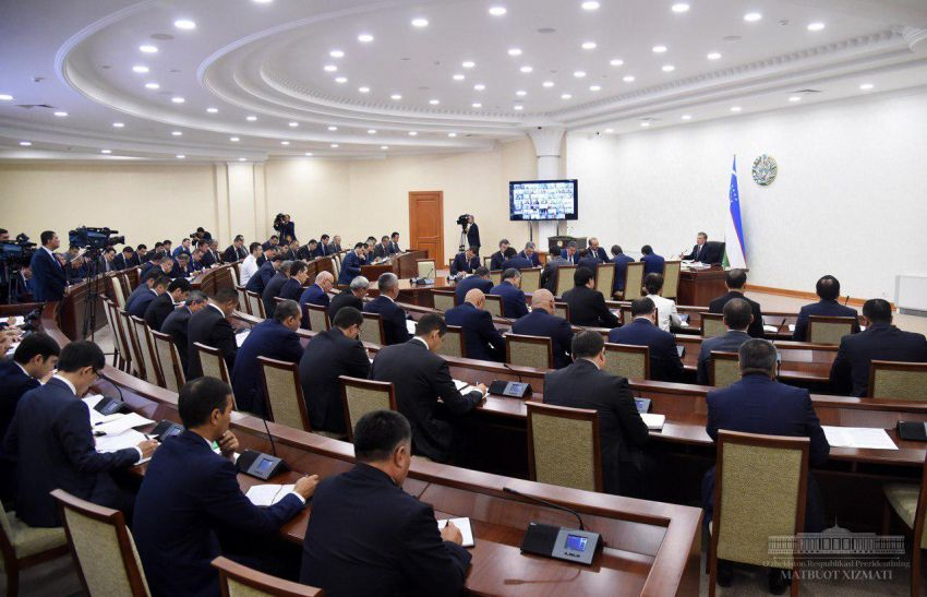 Шавкат Мирзиёев раскритиковал реализацию инвестиционных проектов в Узбекистане