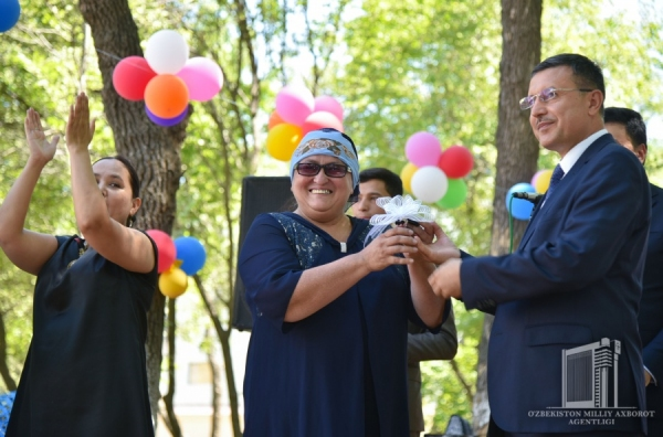 Квартиры и автобусы: Обществу глухих переданы подарки Президента