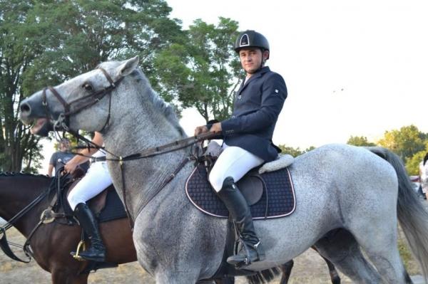 В центре Ташкента впервые прошел конный парад