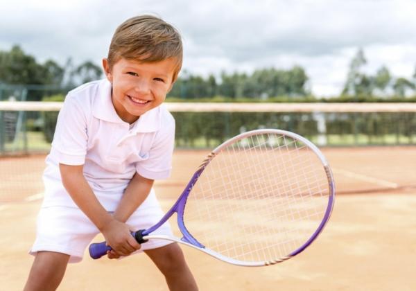 Для детей от 4 лет и взрослых проведут мастер-класс по теннису