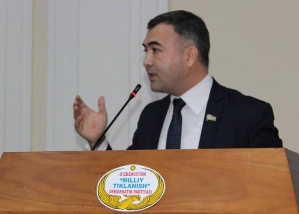 Депутат Олий Мажлиса раскритиковал решение повысить стоимость контракта в вузах