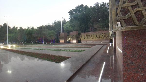 """В столице завершилась реконструкция монумента """"Мужество"""" и площади вокруг него"""