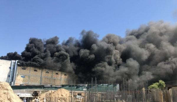 В Ташкенте загорелось здание крупного супермаркета (видео)