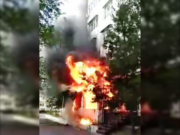 Второй пожар за день: в Мирабадском районе загорелся салон красоты