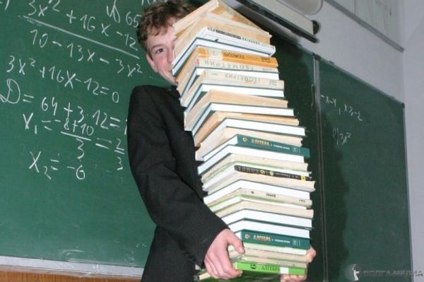 В Узбекистане школьникам уменьшат нагрузку и полностью заменят учебники