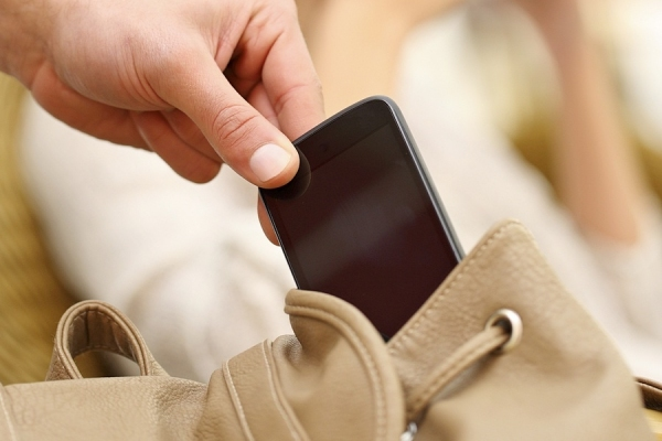 Адвокатам разрешили проносить в здания судов компьютеры и мобильные телефоны