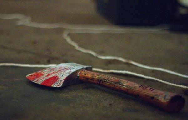 Из-за постоянных ссор жена ударила мужа топором и повесилась сама