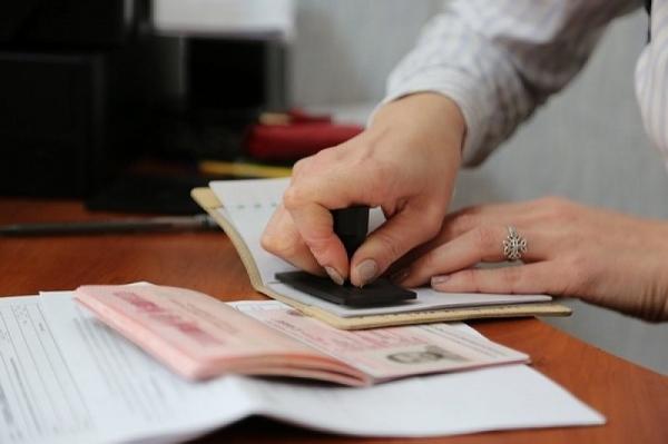 Иностранцы, прибывающие в Россию, снова получили 7 дней на регистрацию