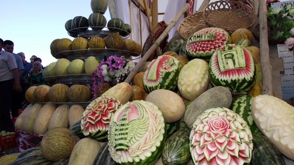 В Бухаре прошел ежегодный «Праздник дыни»