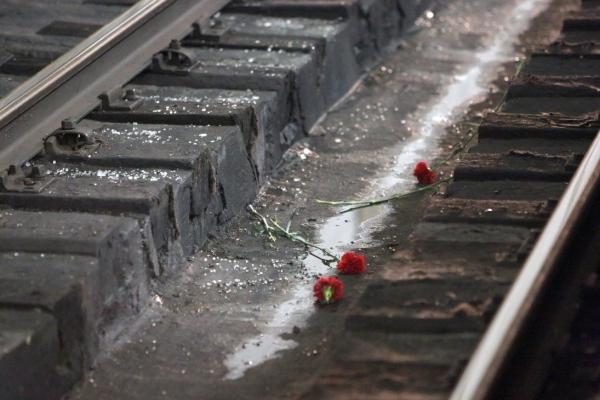 В Сурхандарьинской области влюбленные, которым не позволили пожениться, бросились под поезд