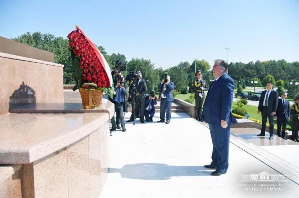 Тожикистон Президенти Тошкентга келди