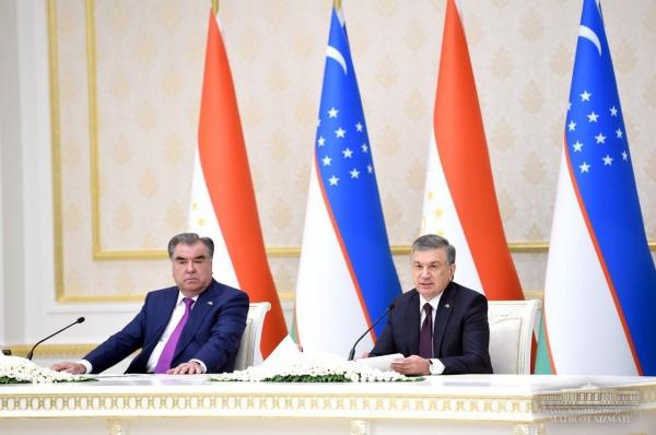 По итогам переговоров Шавкат Мирзиёев и Эмомали Рахмон подписали внушительный пакет документов