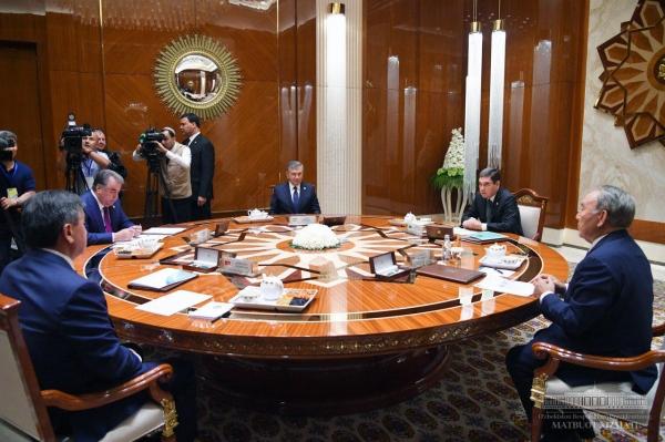 """Президенты центральноазиатской """"пятерки"""" провели встречу в узком формате"""
