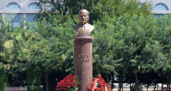 В столице установлен бюст беларусского поэта Якуба Коласа