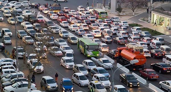 Увидел пробку – не пиши в Facebook: начальник ГУВД рассказал, как действовать во время заторов на дорогах