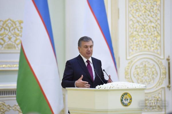 Впервые в Узбекистане Президент лично вручил госнаграды зарубежным предпринимателям и политикам (фото)