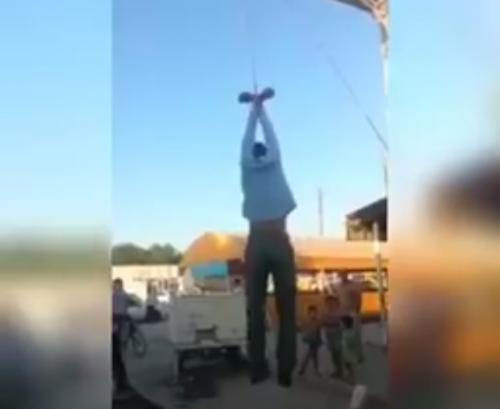 В Каракалпакстане устроили самосуд над парнем, обвиненным в воровстве (видео)