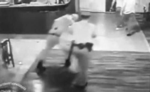 В отношении оперативников, превысивших свои полномочия в одном из столичных кафе, начато служебное расследование (видео)