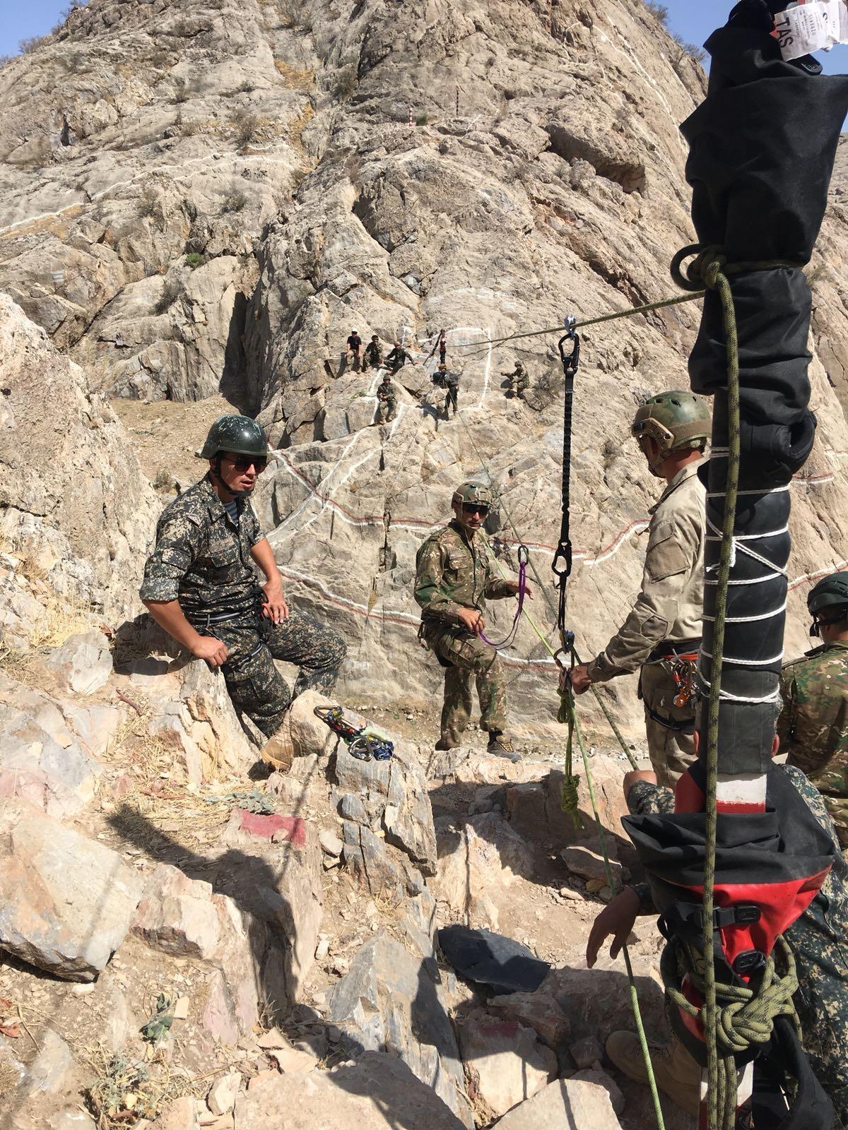 Американские инструкторы делятся опытом  с  узбекскими военнослужащими