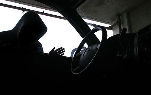 В центре Ташкента неизвестный угнал автомобиль иностранца