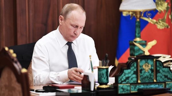 Владимир Путин поздравил Шавката Мирзиёева с Днём независимости