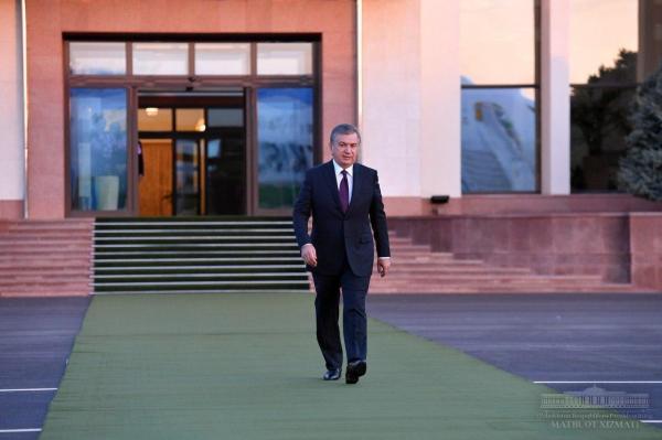 Шавкат Мирзиёев принимает поздравления с Днем независимости