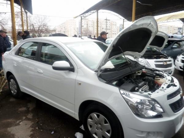 Впервые GM Uzbekistan официально выставила на продажу машины на авторынке в Сергели (видео)