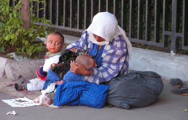 Тюрьма и исправительные работы: в Узбекистане займутся попрошайками