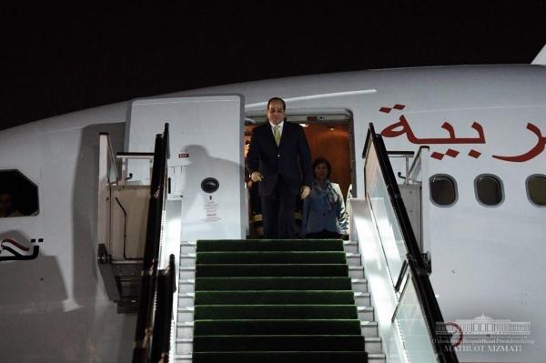 Самолет президента Египта приземлился в аэропорту Ташкента