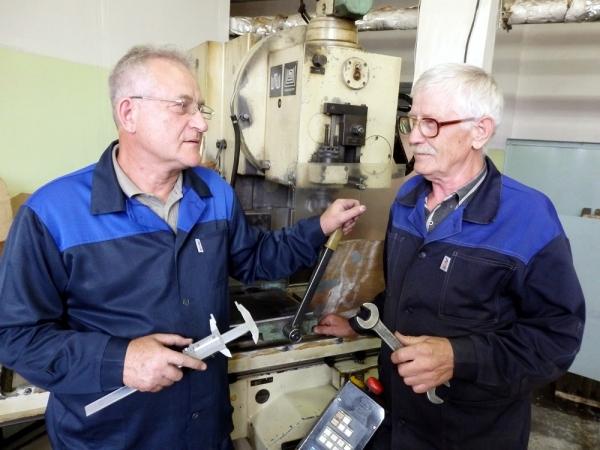 Работающим пенсионерам предлагается с 1 октября выплачивать пенсию в полном размере