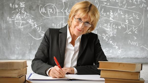 Официально: в Узбекистане школьным учителям будут выплачивать пенсию полностью