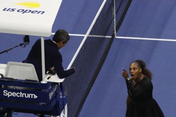 Серена Уильямс закатила истерику на финале US Open, проиграв японке Наоми Осаке