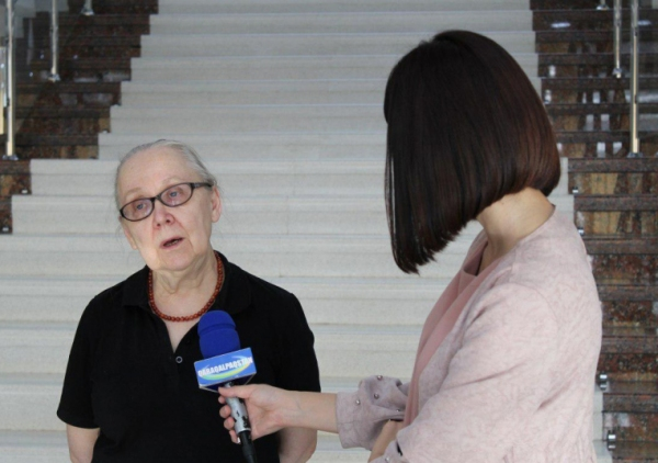 Как спасают «Бабу с ведрами»: российский эксперт оценивает повреждения картины в 10 процентов