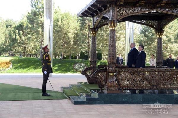 Александр Лукашенко Шавкат Мирзиёевни Беларусга таклиф этди