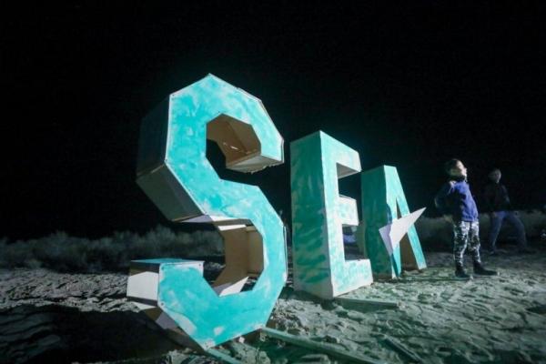 Электронная музыка на кладбище кораблей: на побережье Арала состоялся фестиваль «Стихия»