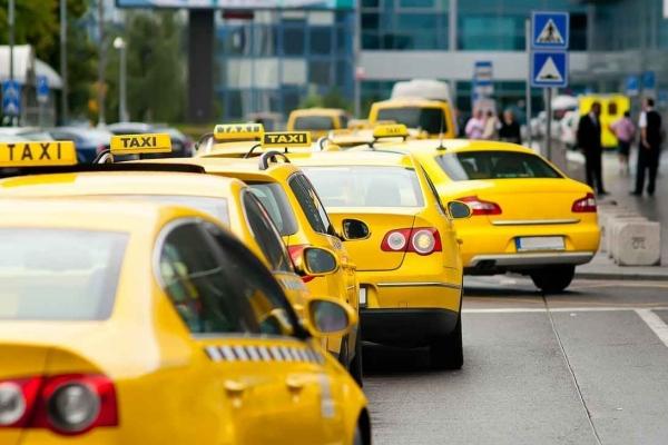 В России могут запретить иностранцам с международными правами работать таксистами