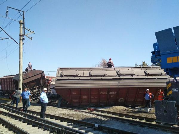 В Ташкенте сошли с рельсов два вагона: пострадавших нет