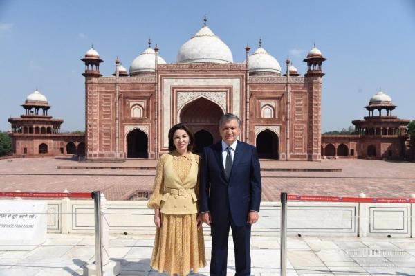 Госвизит в Индию: Шавкат Мирзиёев с супругой посетили комплекс Тадж-Махал в Агре (фото)
