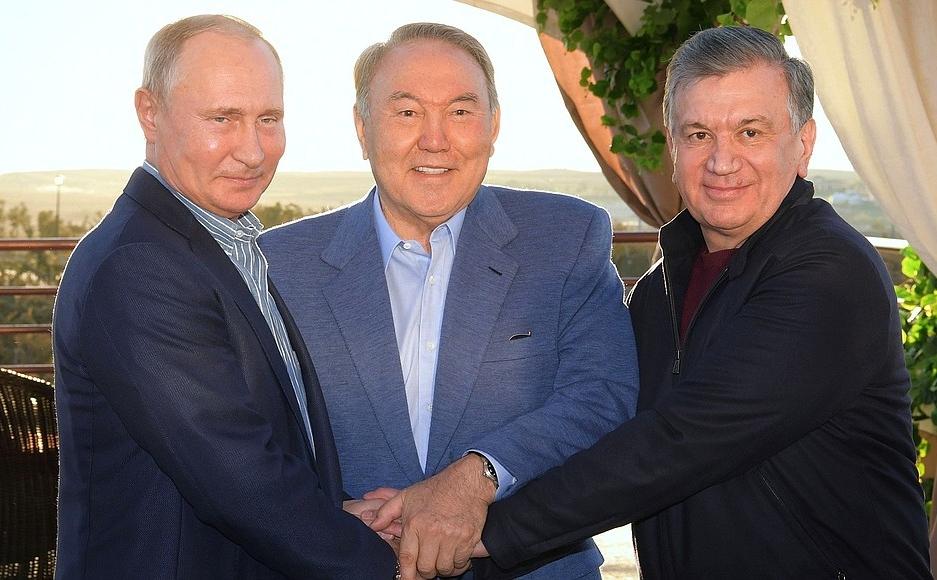 Президенты Нурсултан Назарбаев, Владимир Путин и Шавкат Мирзиёев провели неформальную встречу в Казахстане