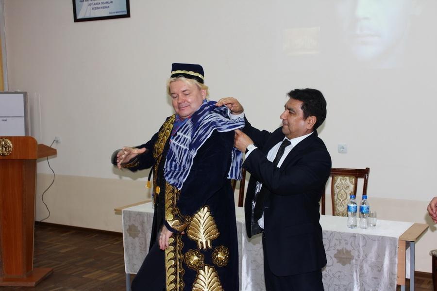 В Ташкентской Государственной  Высшей школе Национального Танца и Хореографии (ТГВШНТиХ) прошла встреча с народным артистом России Андрисом Лиепа.