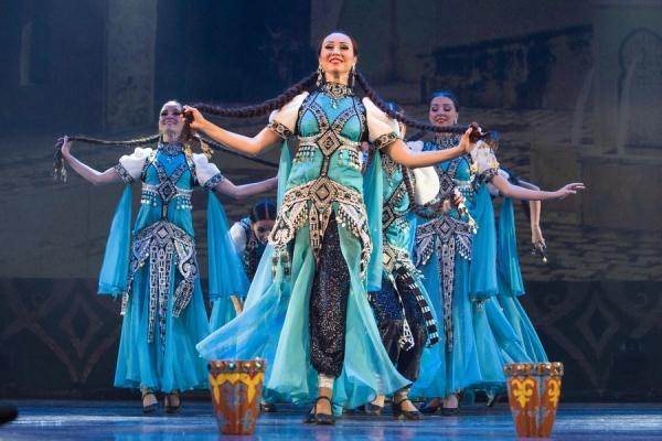 Танцы народов мира представила «Казань» в Бухаре