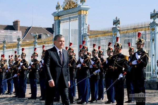 Шавкат Мирзиёев встретился с Эммануэлем Макроном в Елисейском дворце