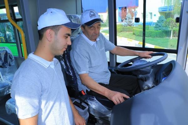 На столичных улицах появились первые 10 автобусов SAZ LE60 с кондиционерами и системой книлинга